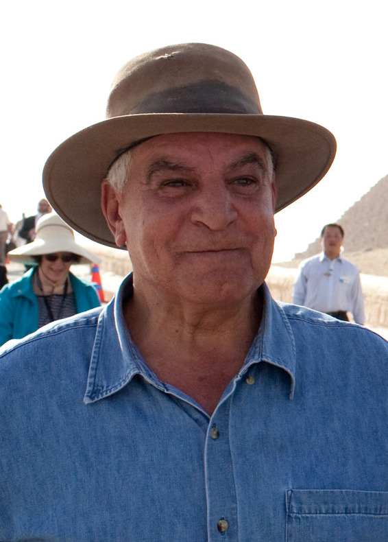 president_barack_obama_tours_the_pyramids_and_sphinx_with_secretary_general_of_the_egyptian_supreme_council_of_antiquities_28hawass_cropped29
